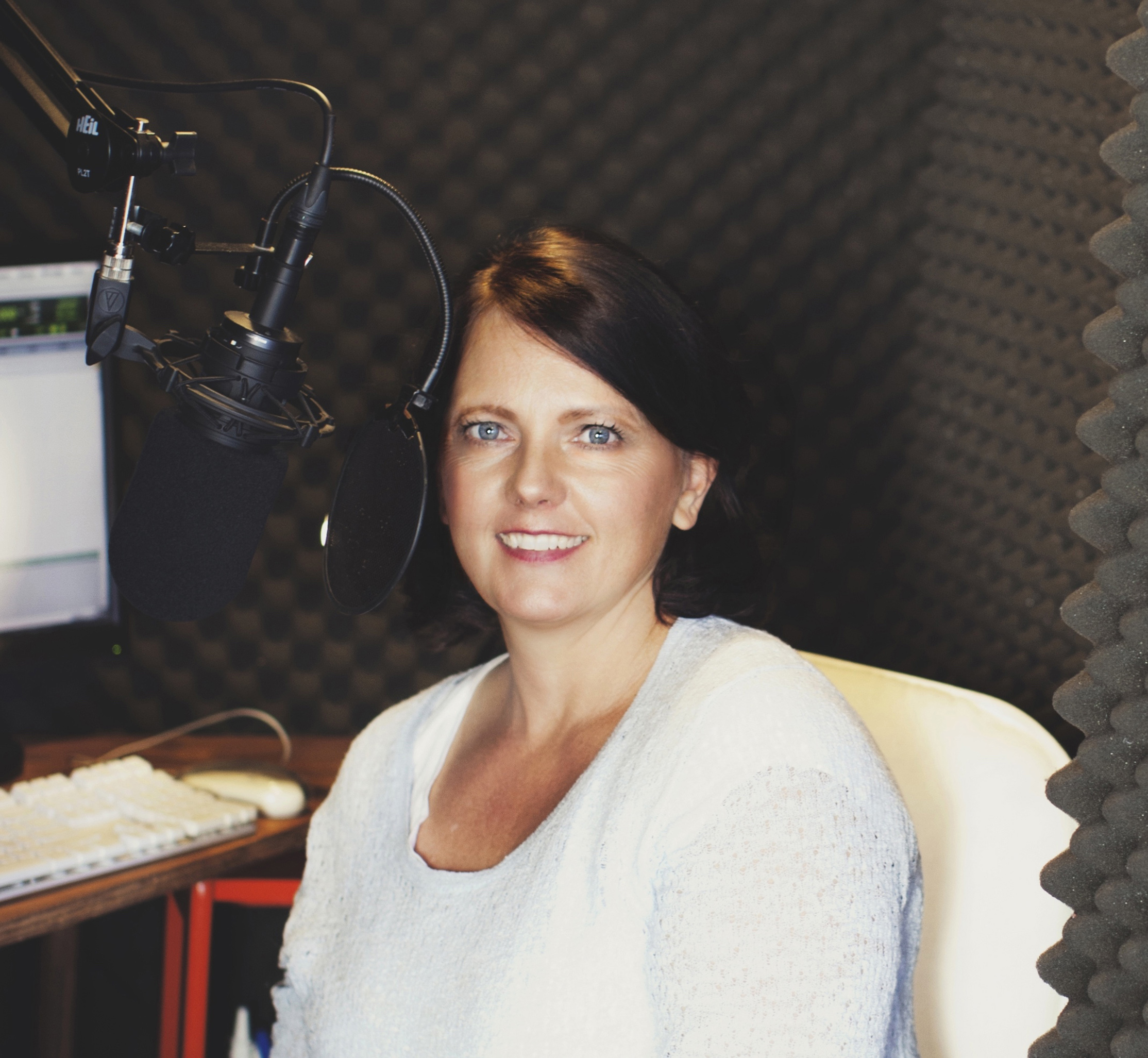 photo of voice actor Cassandra Campbell