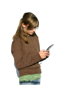 girl receiving text