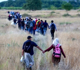Syrian refugees crossing the border from Greece to Macedonia (Creative Commons)