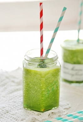 Green smoothie photo from abeachcottage.com